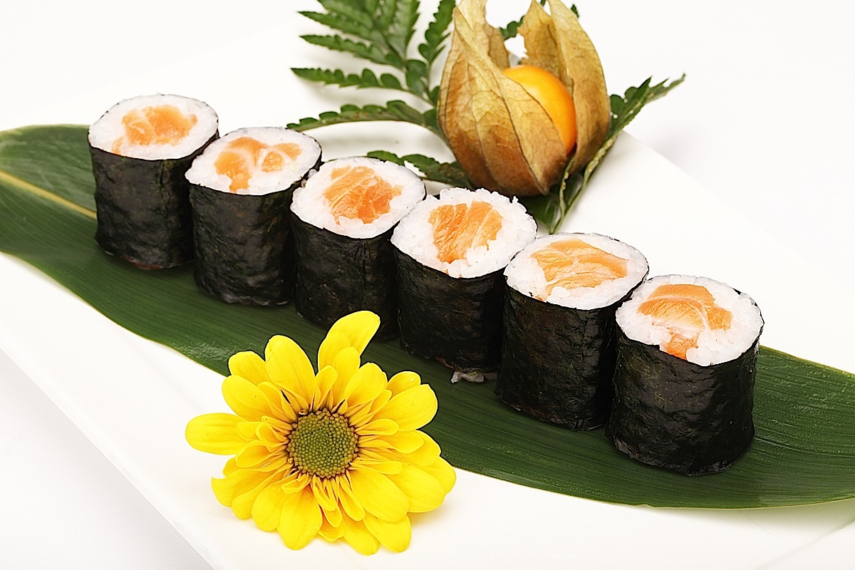 Salmon Roll (6)