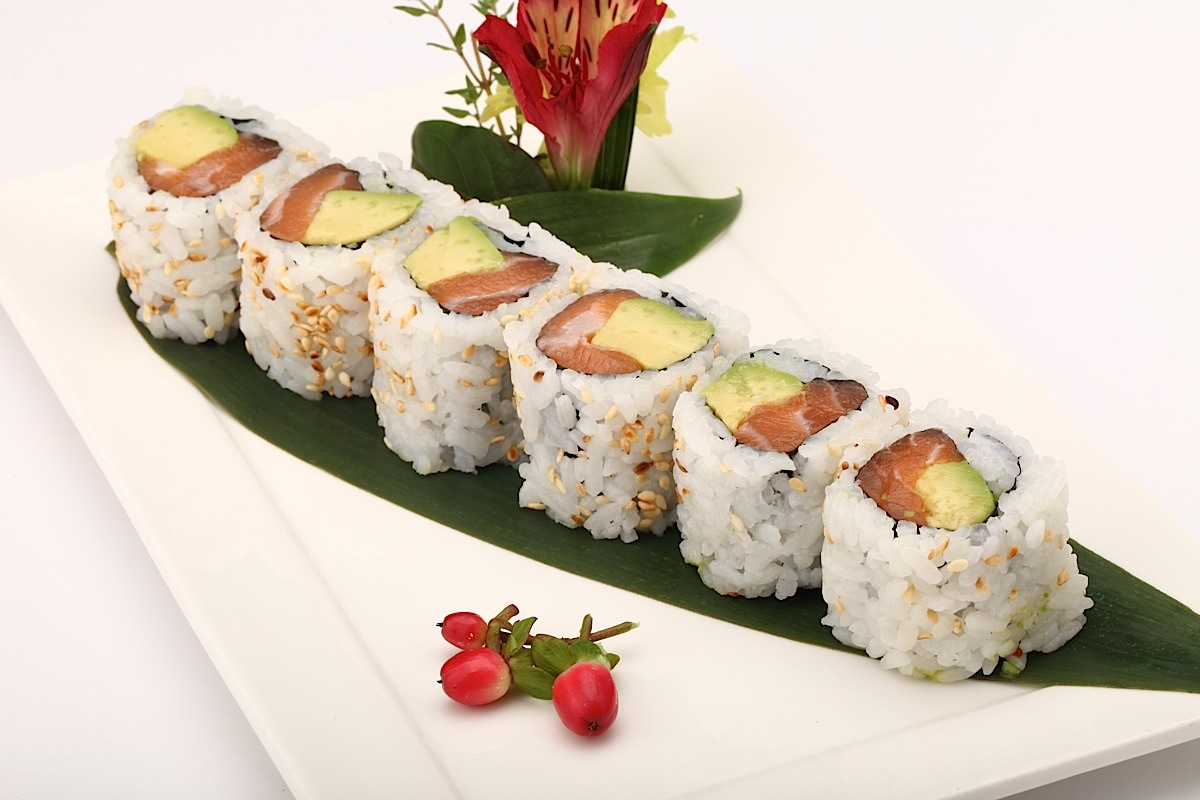 Salmon and Avocado Roll (8)